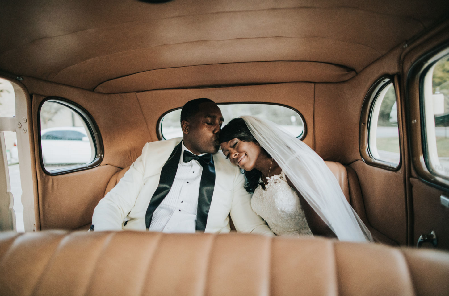 Modern Luxe Black & White Dallas Wedding | Dallas Wedding Design