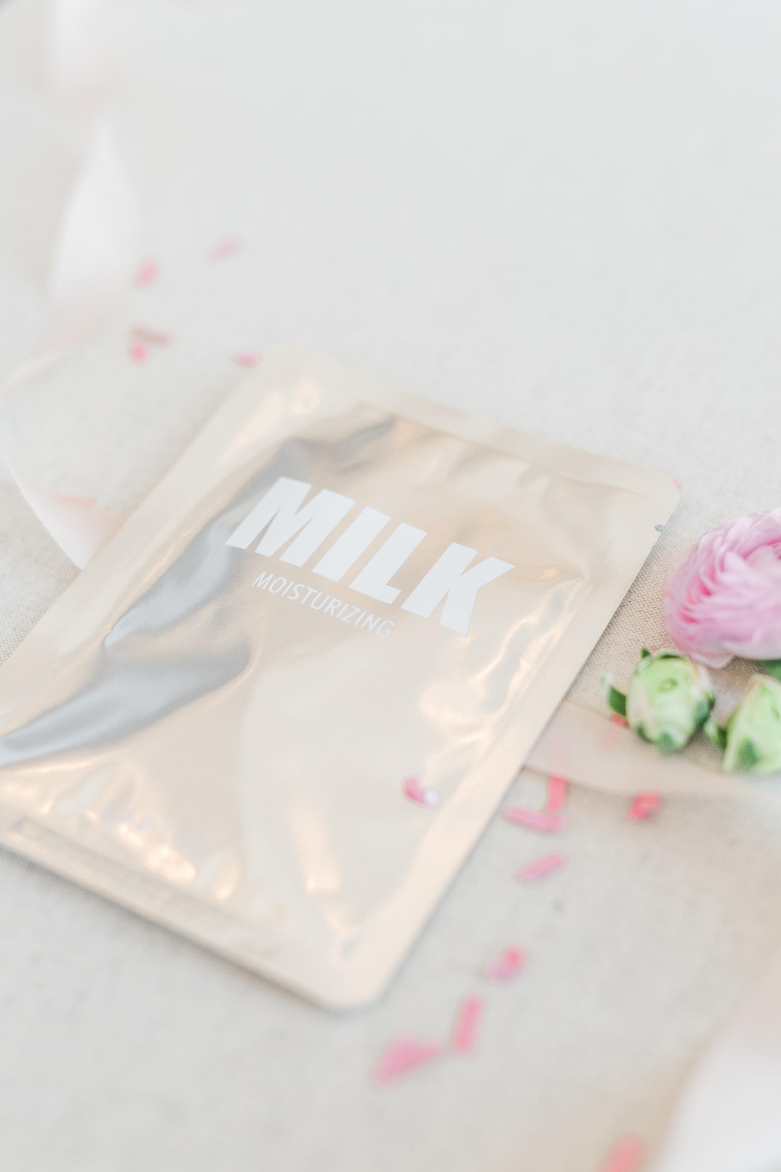 Milk Moisturizing Face Mask by Lapos