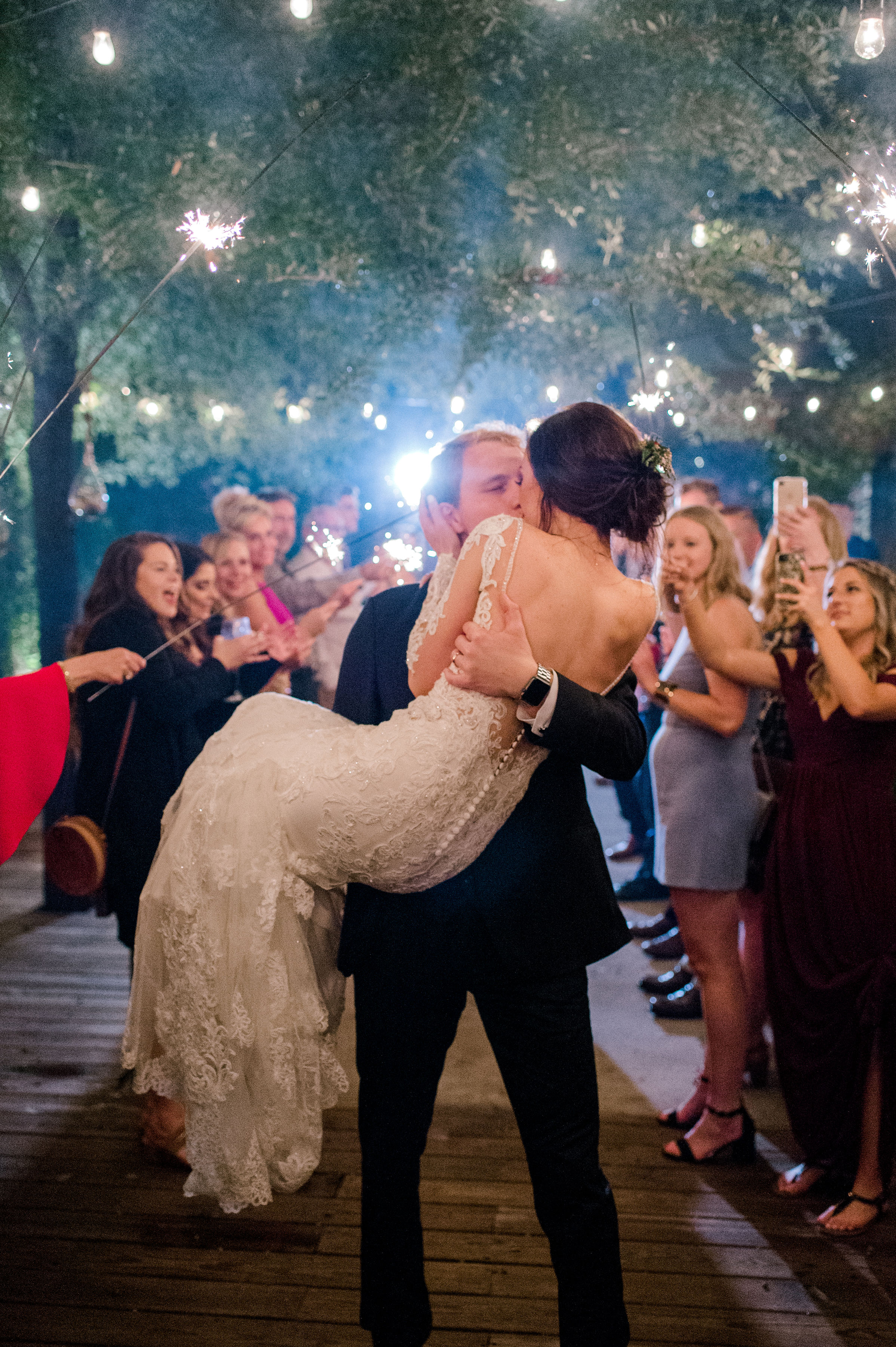 wedding-end-of-the-night-sparkler-exit-wedding-photography