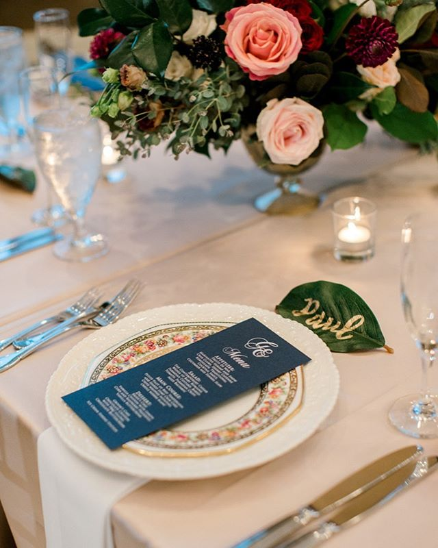 Pretty place settings are just that extra touch to make your guests feel special! ✨ love this mixture of vintage plates, gorgeous menus, and colorful flowers to create the most perfect place setting
