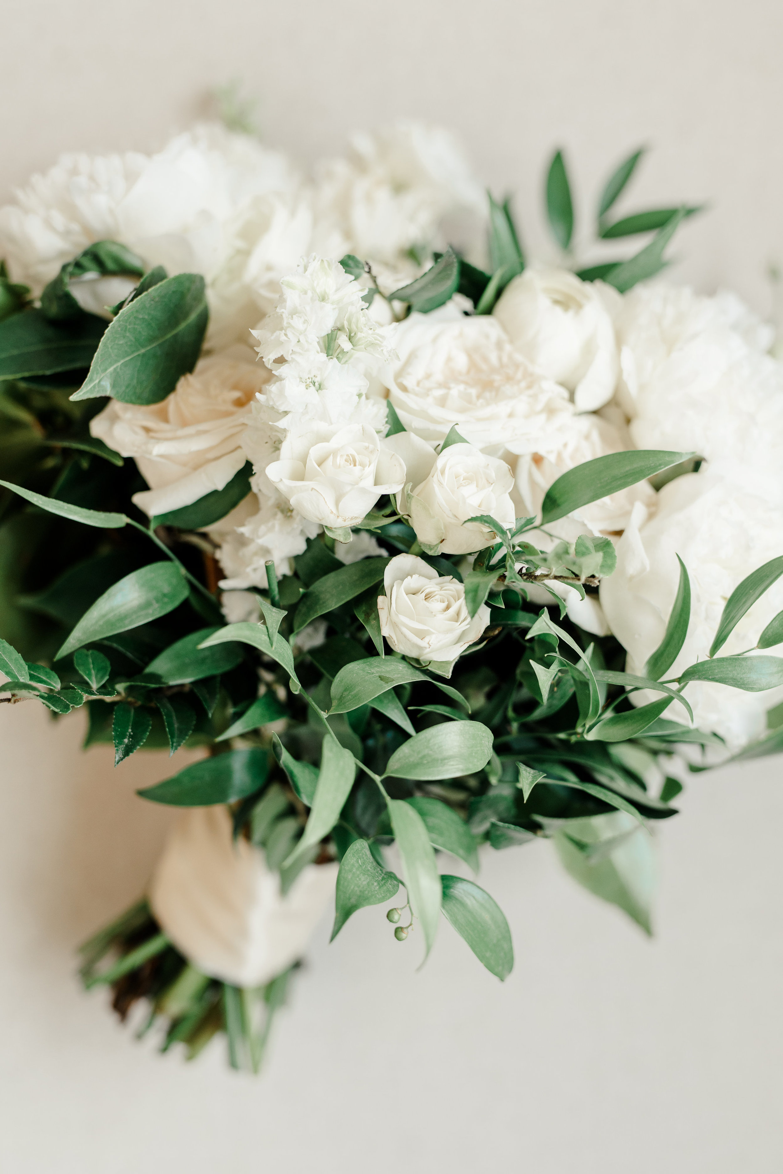 white and greenery lush bridal bouquet