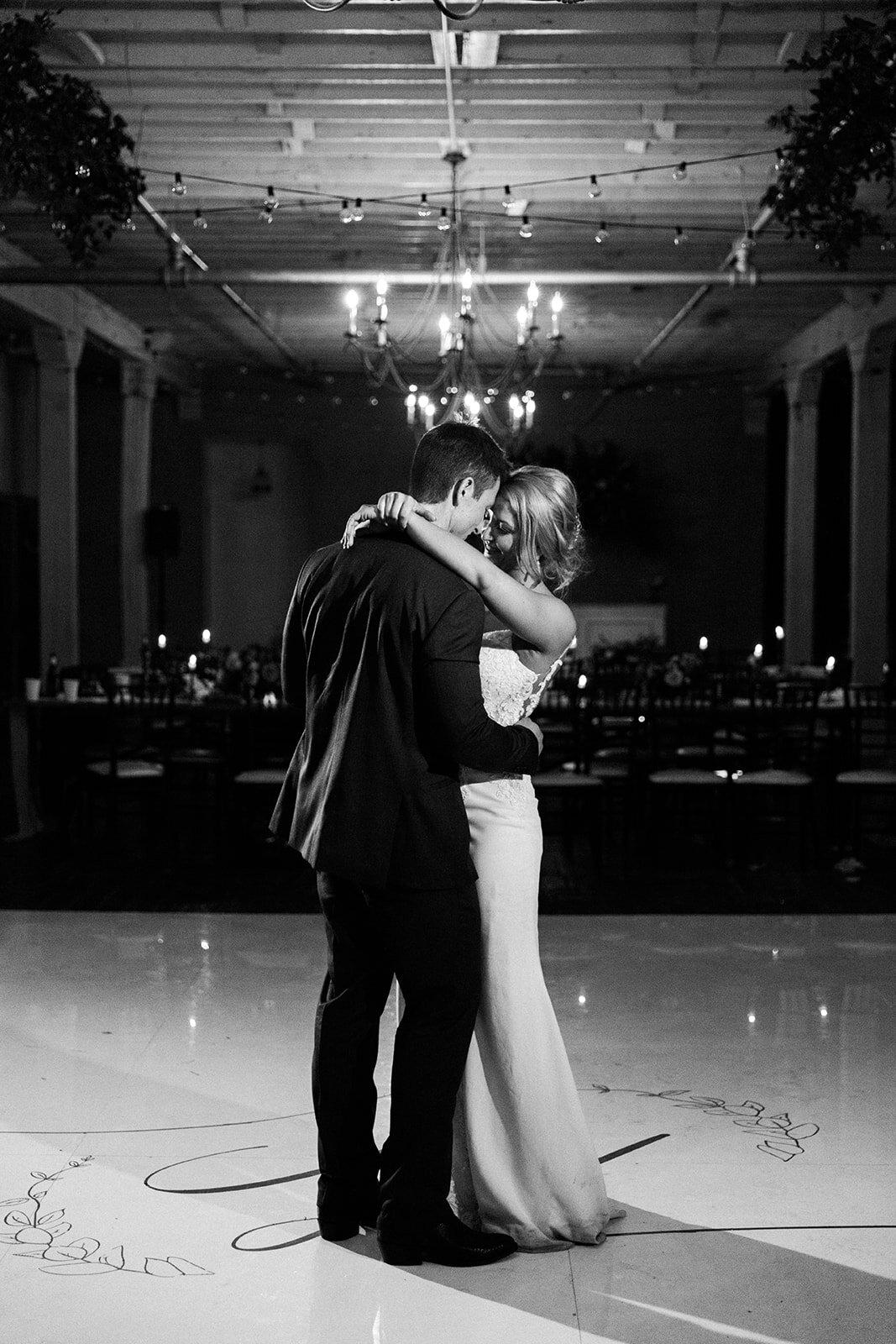 bride and groom last dance.jpg