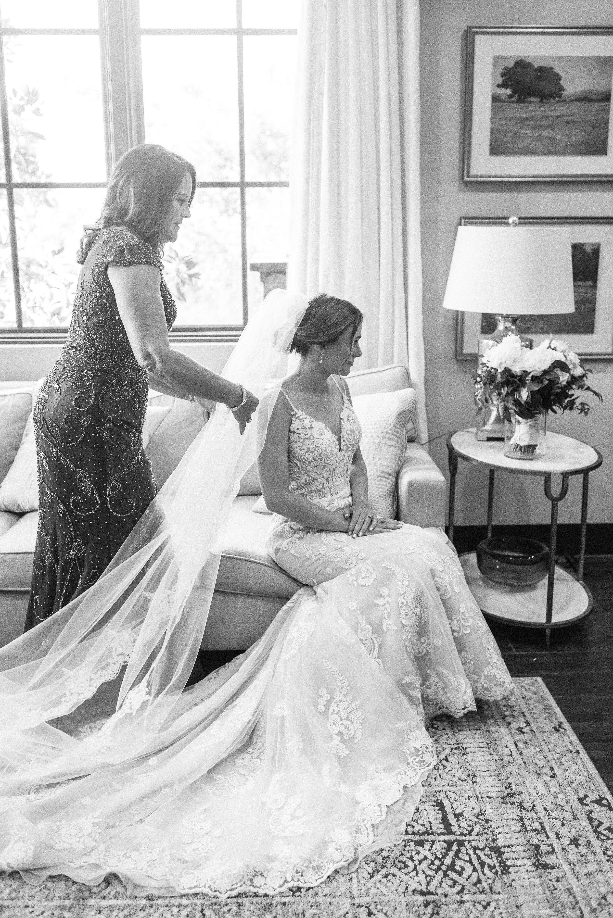 bride putting on her veil wedding photography