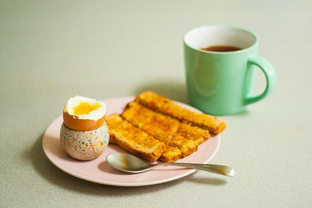 🔸⚫Does anyone else do Breakfast for Lunch??! If you haven't I totally reccommend it! We're all about the simple things in life and I don't think there's anything quite like a gorgeous dippy egg with buttery soldiers, so why wouldn't you have it for lunch?!!...if I had it my way it would be for breakfast, lunch and dinner! 😂 . . . #breakfast #lunch #anytime #treatyourself #play #concrete #design #fun #mindyourself #simplepleasures #happy #wellbeing #eggcup #maketime #dippyegg #sprinkles #ceramic #colour #homewares #interiordesign #handmade #youtime #heybulldogdesign