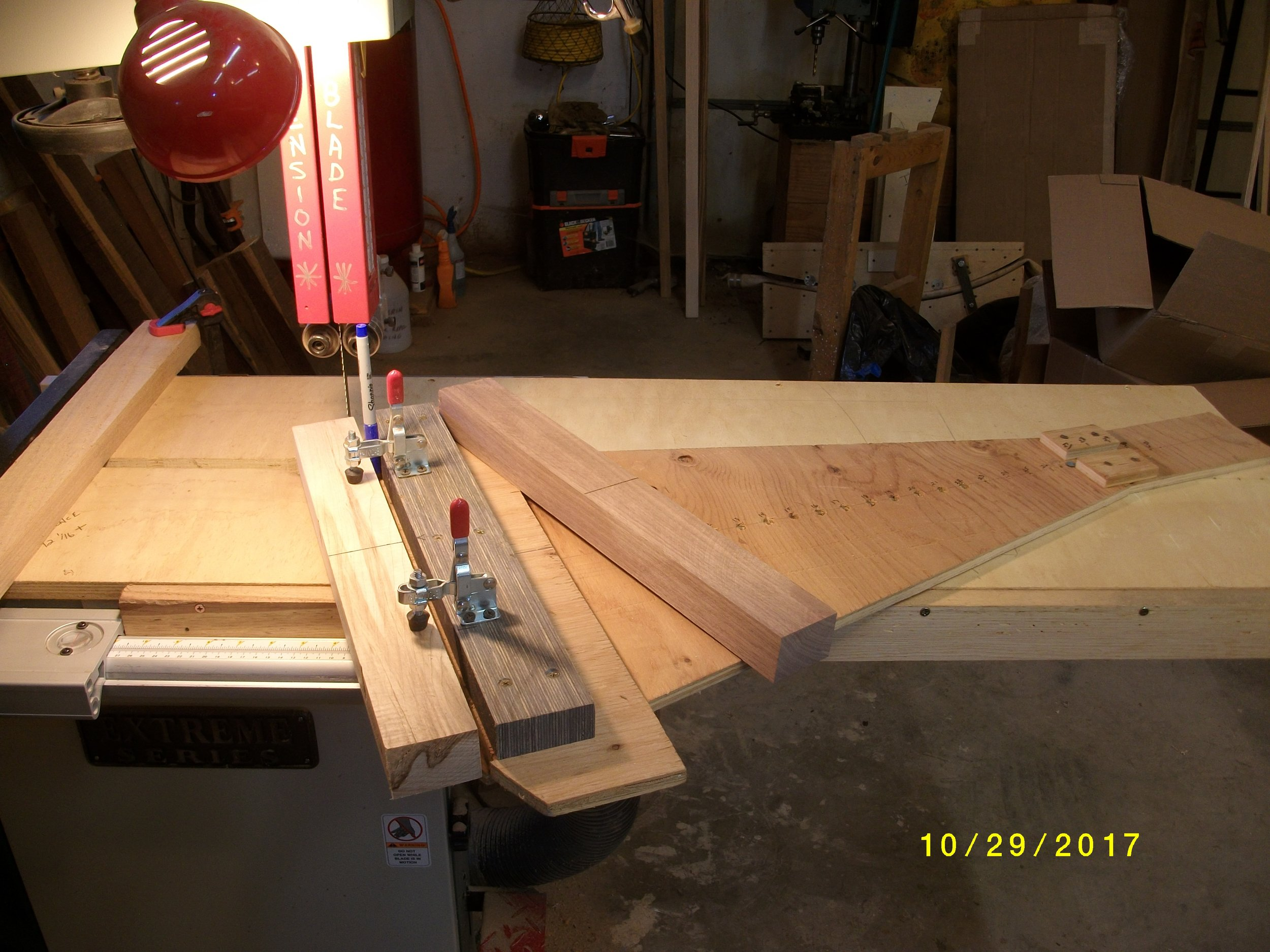 Here is my swing jig, I am going to cut an arc the same as bow back for some accents and two colors of riser wood.