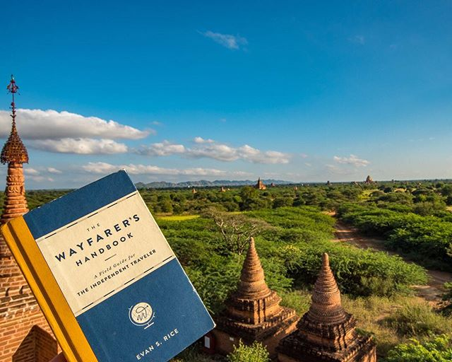 We are not sponsored, we just love this book. If you are in need of a last minute Xmas gift for anyone who loves travel hit the link in our bio to buy #thewayfarershandbook by our friend @evan.s.rice. This book is chock full of world knowledge, trivia and references that will appeal to anyone with the slightest sense of wanderlust and yet it reads like a field guide. It really is awesome and has become one of our favorite travel companions, particularly while we are holding real estate for those sunrises and sunsets...Merry Christmas and Happy Holidays!! #whereveryouland