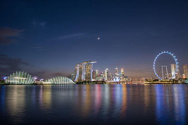 The beautiful skyline of Singapore speaks for itself! #whereveryouland