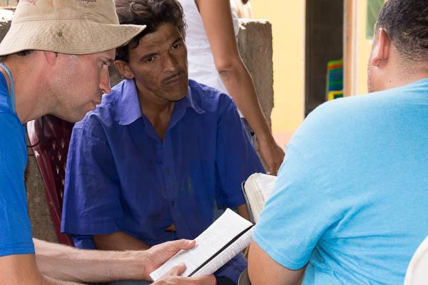 sharing the gospel in Cristo Rey