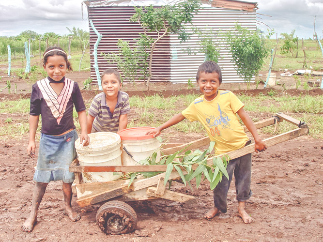 poor-poverty-children-unsafe-unsanitary-shoes-cristo-rey-new-life-nicaragua