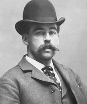 H. H. Holmes - By Unknown - http://www.weekendowo.pl/ciekawostki/p,psychopatyczni-mordercy-ktorzy-mieli-leczyc.html, Public Domain, https://commons.wikimedia.org/w/index.php?curid=36507151