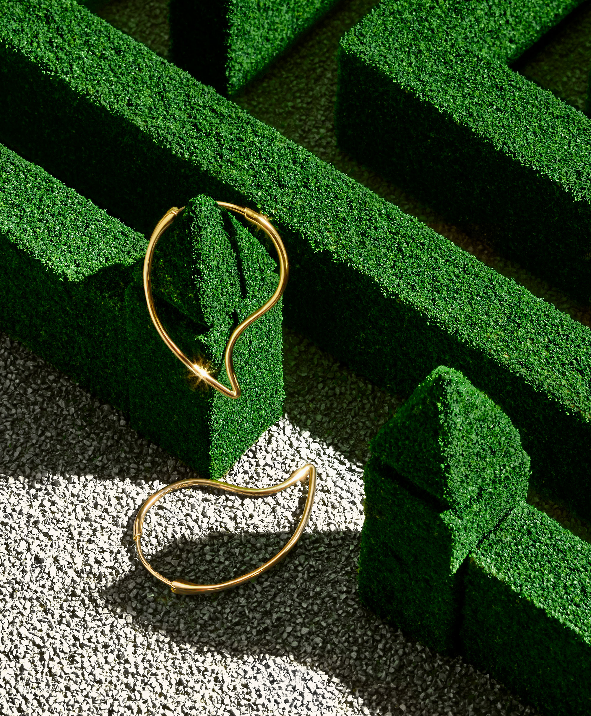 Birks Pétale Collection - Creative Direction and Art Direction by Guillaume Briere (Montreal and Toronto) - Jewellry still life photography - Maze Concept
