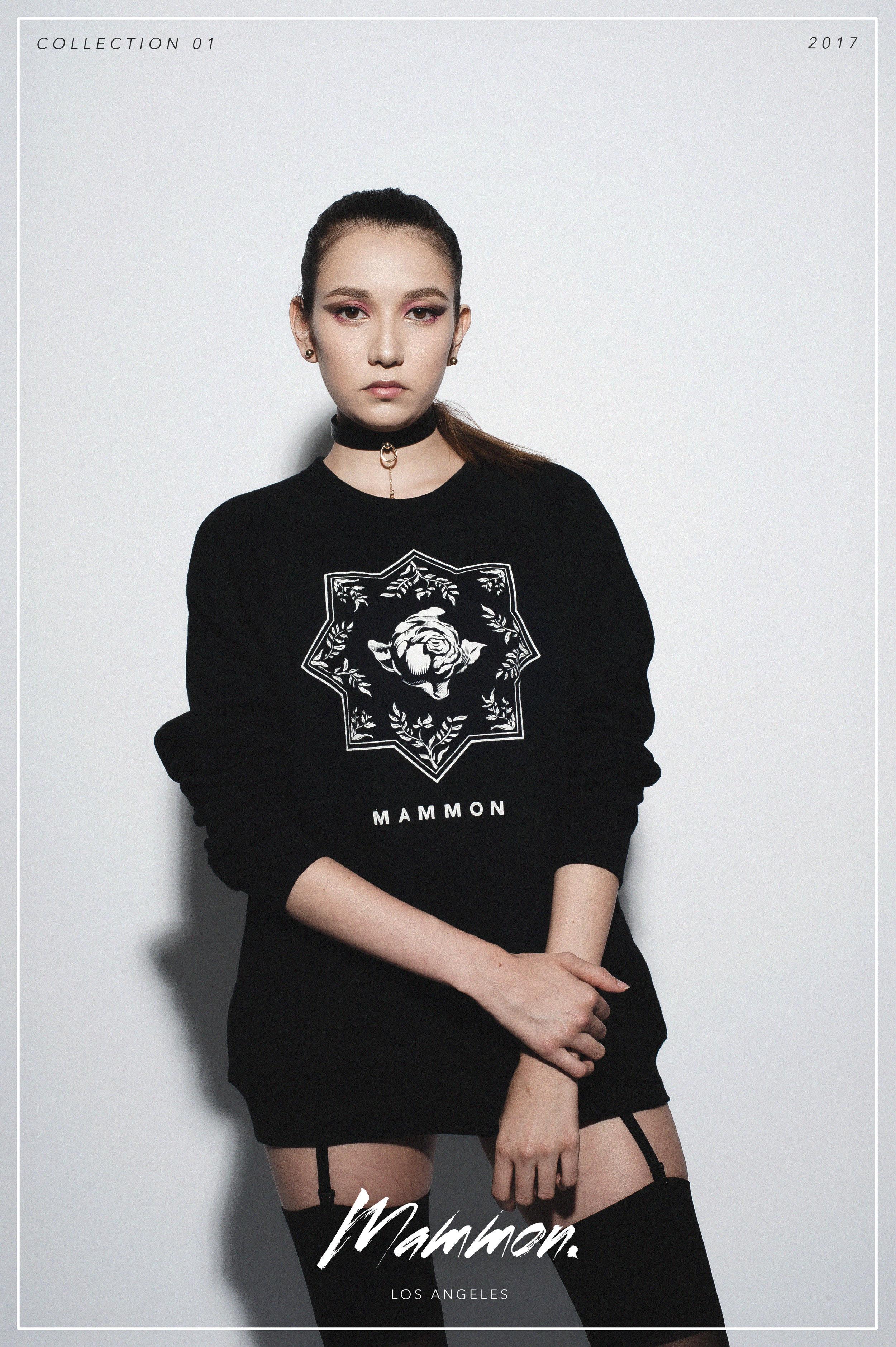 Blossom in the dark (Sweater)