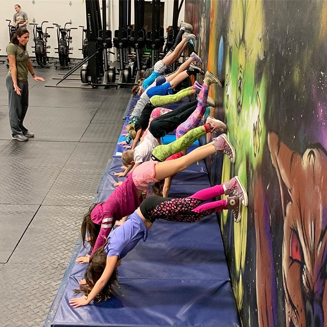 Head over heels for FUNctional fitness? Pallas' CrossFit Kids program (ages 5-12) runs every Tuesday and Thursday from 4:45-5:30pm through the summer! Interested in your kiddo joining? Email tim@crossfitpallas.com for more info! ⁣⁣ ⁣⁣⁣⁣ #Pallas #CrossFitPallas #PallasFitness #Community #Coaching #Fitness #CrossFit #CrossFitKids #Yoga #Core #Pregnancy #Postpartum #WomensWellness #Functional #Health #Wellness #Gym #Ithaca #FLX