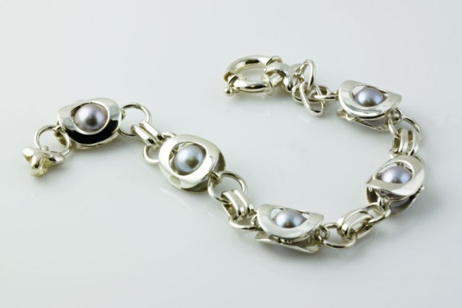 silver-bracelet-4120-e1331468858783.jpg