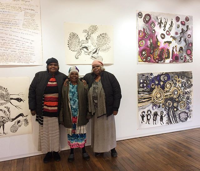 Hello Sydney!!! Tjala artists Jennifer, Iluwanti and Nyunmiti at the APY Gallery in Sydney!!! Please join us tonight for an artist talk at 45 Burton Street @apy_ac_collective and this weekend at Blakmarkets NAIDOC Art Fair! 💛💛💛@blakmarkets #hellosydney #apyart #blakmarkets