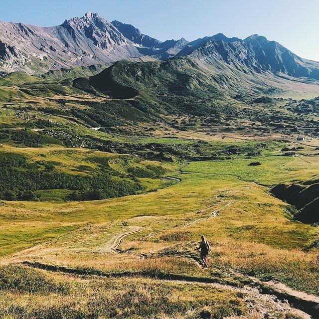Chaque week-end c'est une nouvelle découverte dans ce terrain de jeu☀️👌 #beaufort #coldelalauze #beaufortain #montagne #alpes #savoie #savoiemontblanc #trailrunning