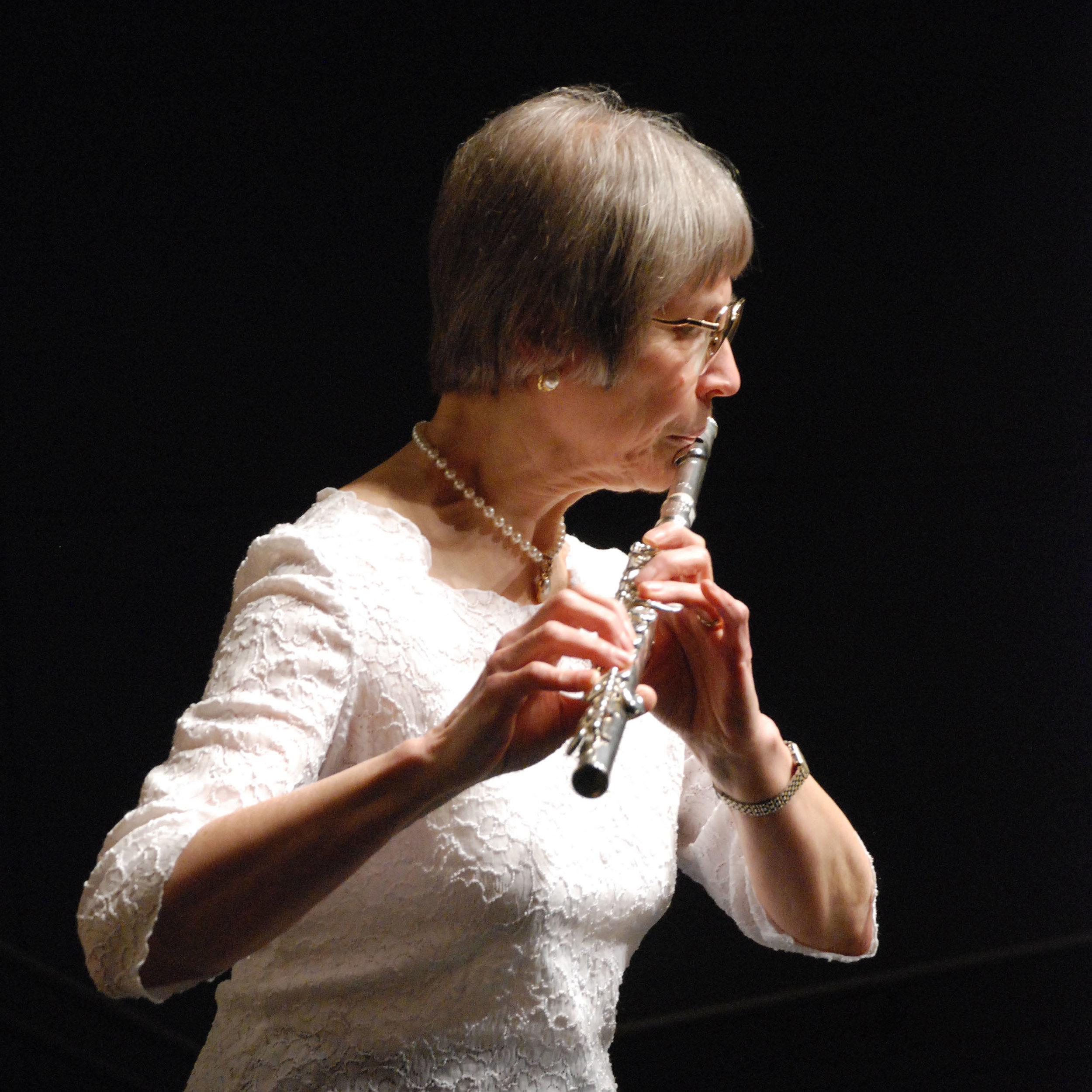 Beth Blackledge , flute