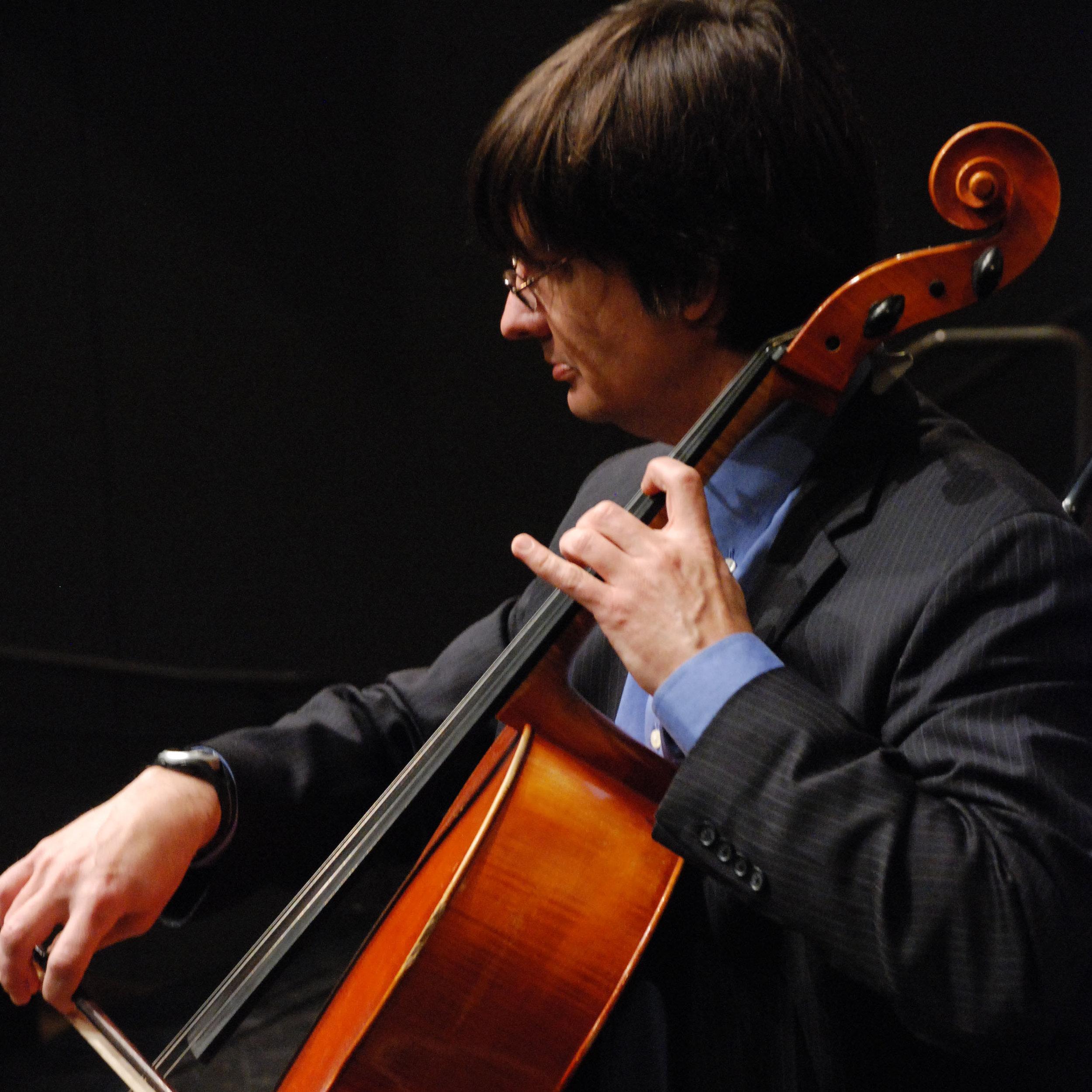 David Holmes,  cello