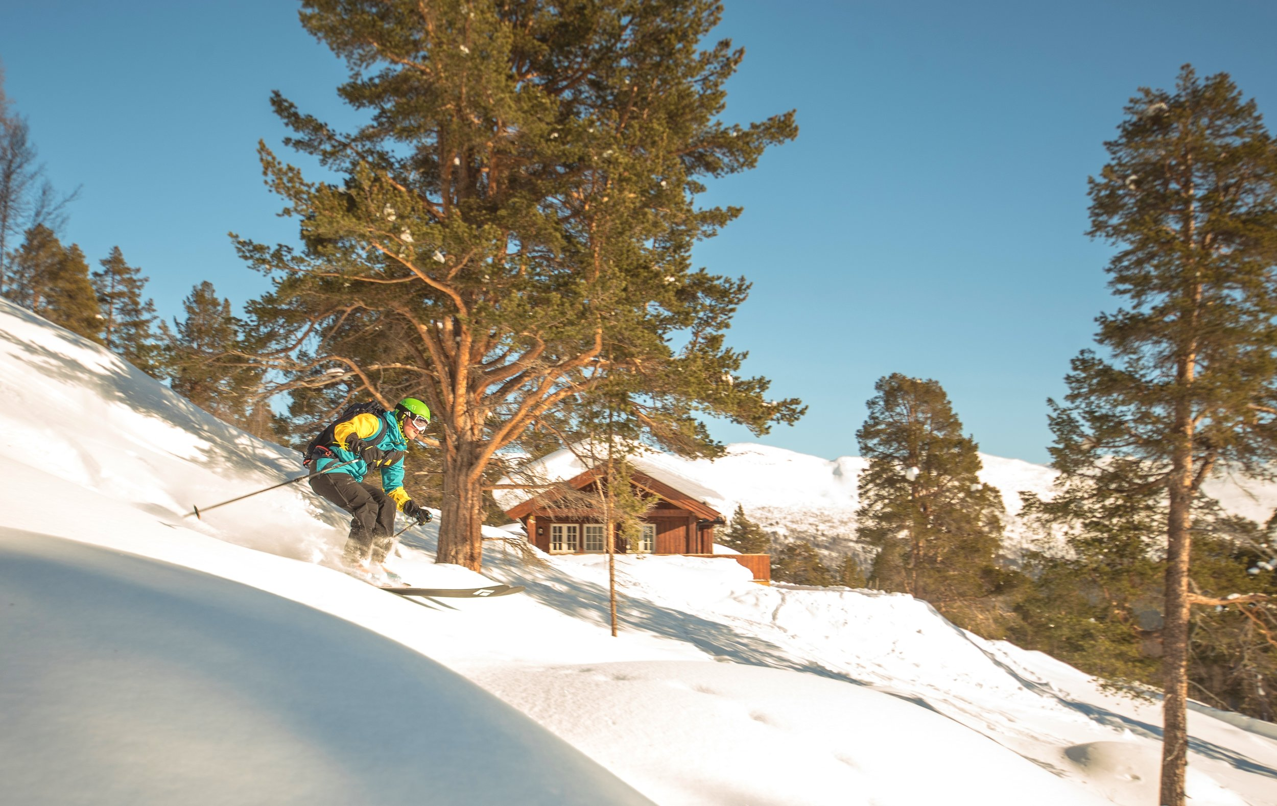 Billingen hyttegrend hytte med skiløper.jpg