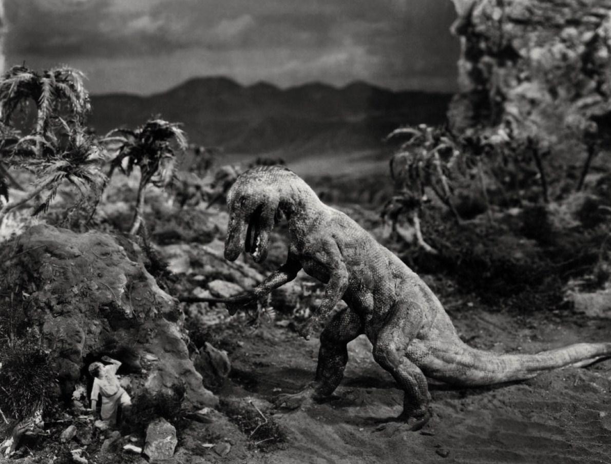 Bessie Love versus Allosaurus. Kuva:Wikimedia Commons.
