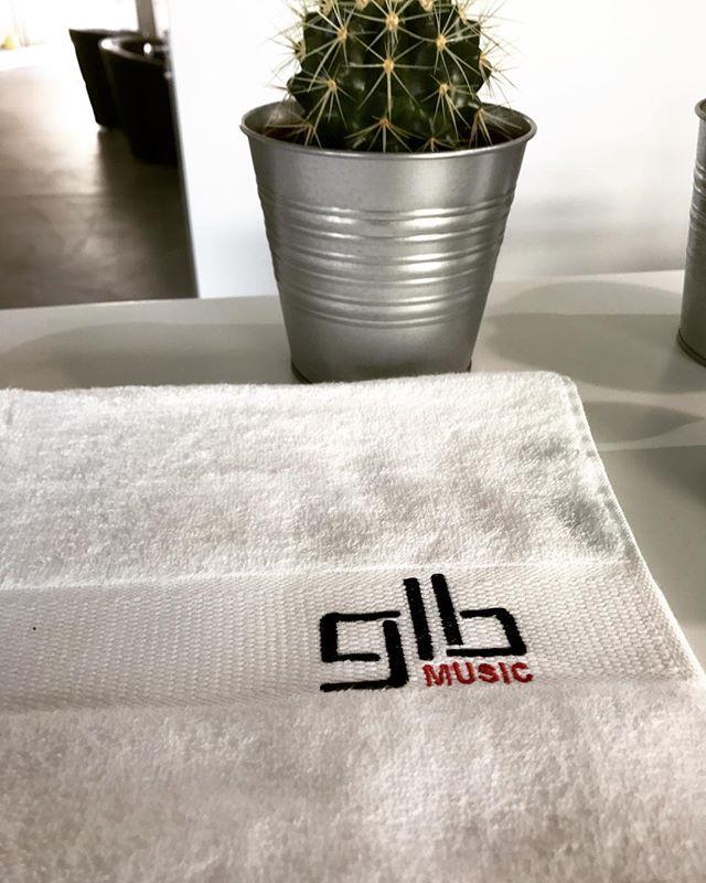danke an @officialglbmusic - bestick auch du deine frottee mit deinem eigenen logo, einfach eine email mit dein logo und wir offerieren es dir... mail@stickcenter.ch  #stickcenter #frottee #logo