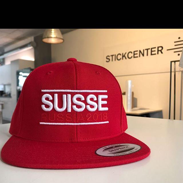 hopp #suisse  bestell auch du dein cap..... kontakt in bio.. - #embroidery #embroideryart #embroiderydesign #machineembroidery #applique #stitchart #stitching #stitchwork #textilart #textile #atelierkartal #atelierkartalstickcenter #stickcenter #aarau #swiss #cap #flexfit #schweiz #hoppschwiiz