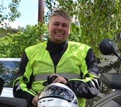 Jag heter Stefan och är utbildningsledare. Jag har varit trafiklärare i 29 år och utbildar på personbil, släp, moped, mc och lastbil. Självklart också tillhörande teoretiska utbildningar. Jag har tidigare ägt Danderyds och Tibble Trafikskola.Hit är ni hjärtligt välkomna!