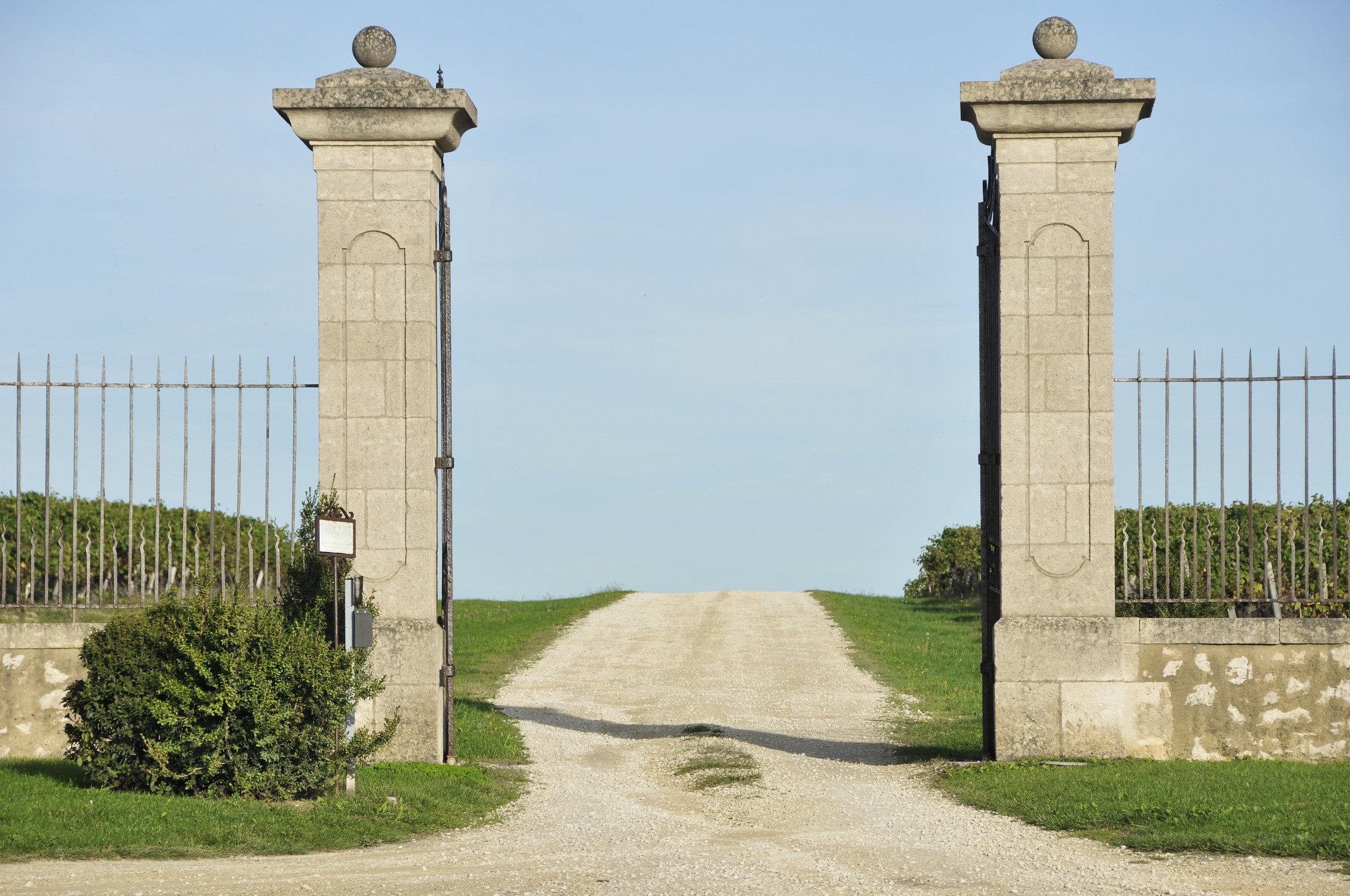 Château du Tariquet Portail Entrée.jpg