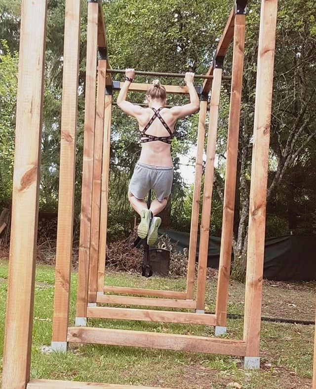 👊 The proud moment when one of our pocket rocket volunteers / bootcampers achieved the most pull ups ever! After a week of daily challenges and working hard, all kudos goes to Jen for this superb achievement!  Looking strong, fit and ready to take on the world! Go Jen! . . . #dreambig #pullupsshmullups #pullupgoals #girlswhotrain #fitlady #girlswholift #bearfootbreaks #bearfootbootcamps #bearfootgoals