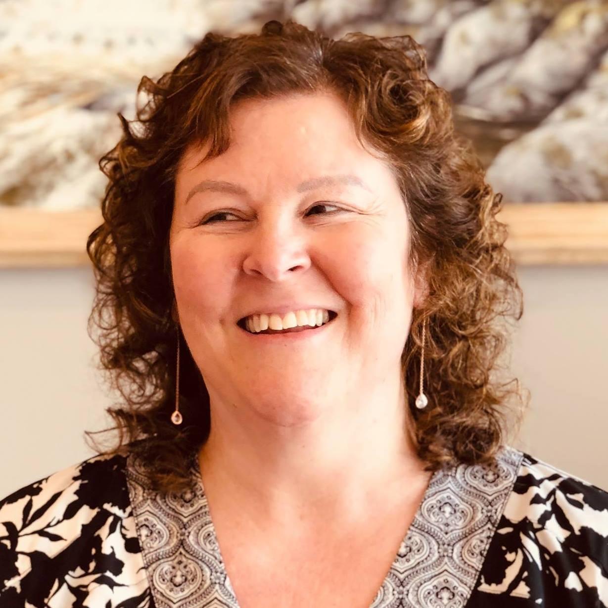 Dr. Lesa M. Seales Female Chiropractor