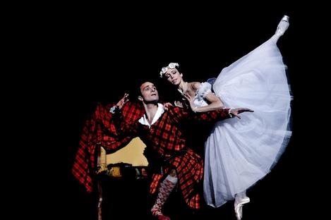 (above Roman Lazik & Irina Tsymbal, 2011/12 Season, Copyright: Wiener Staatsballet)
