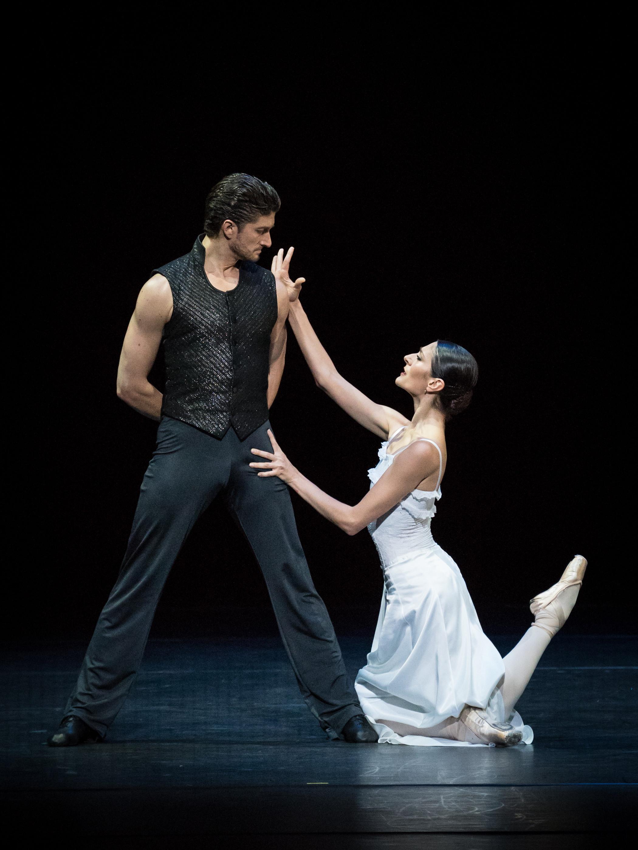 Ketevan Papava and Eno Peçi. Copyright: Vienna State Ballet/Ashley Taylor