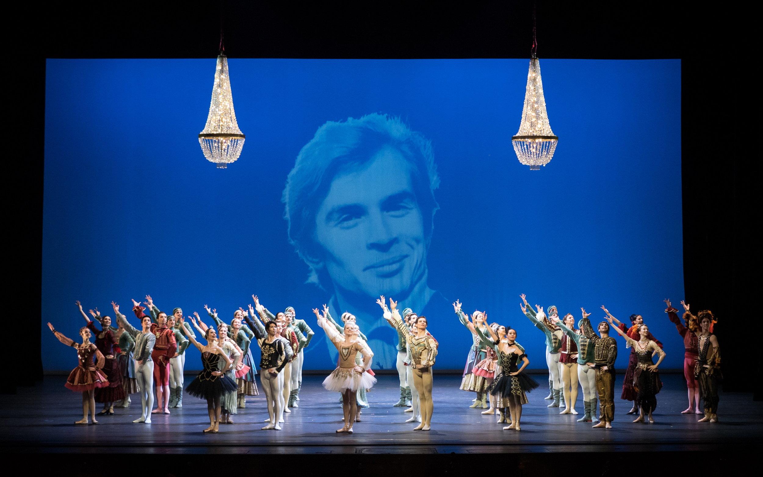 "Ensemble ""Nureyev Celebration"". Copyright: Vienna State Ballet/Ashley Taylor"