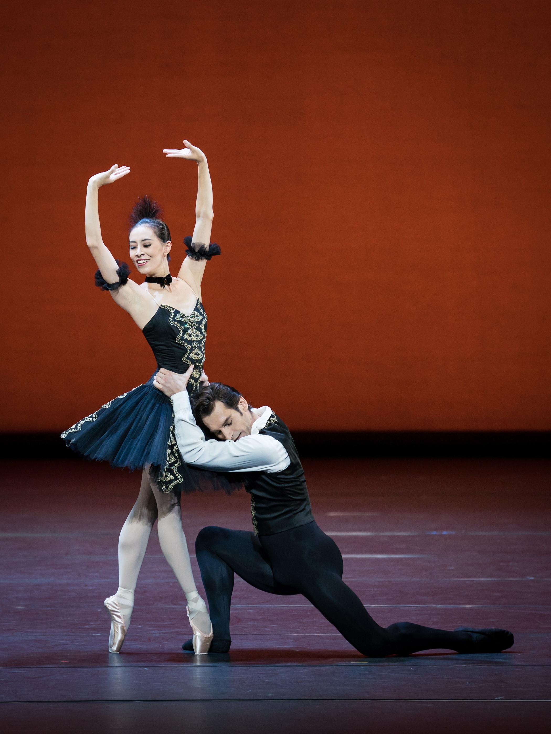 Kyioka Hashimoto and Mihail Sosnovschi. Copyright: Vienna State Ballet/Ashley taylor