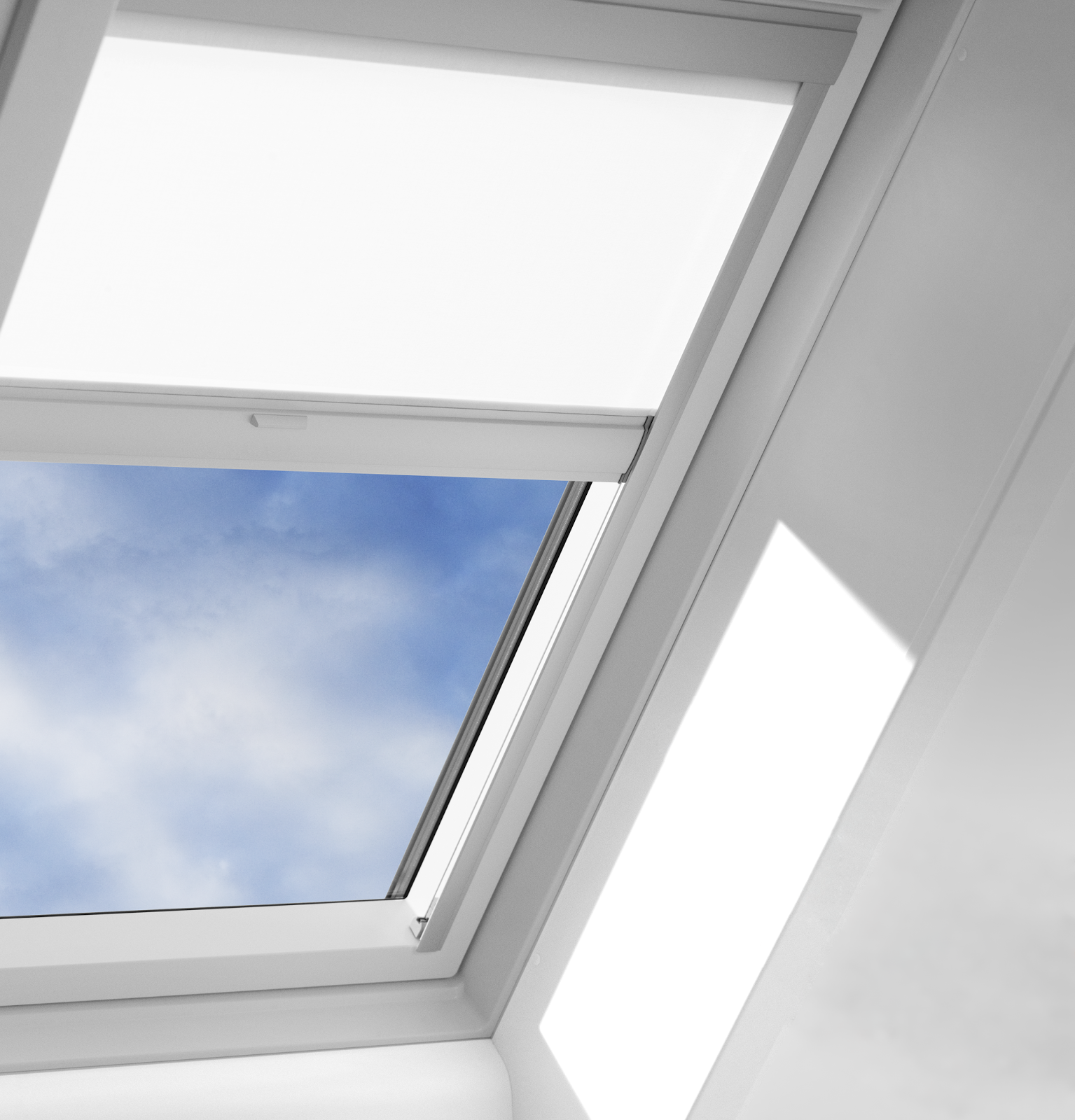 Interioir skylight with shade and clouds - VELUX STOCK.png