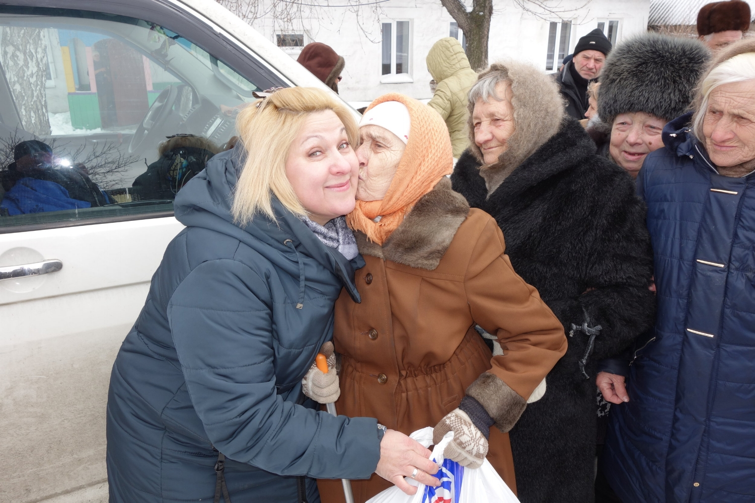 Widow kissing Ira for Food Packet.JPG