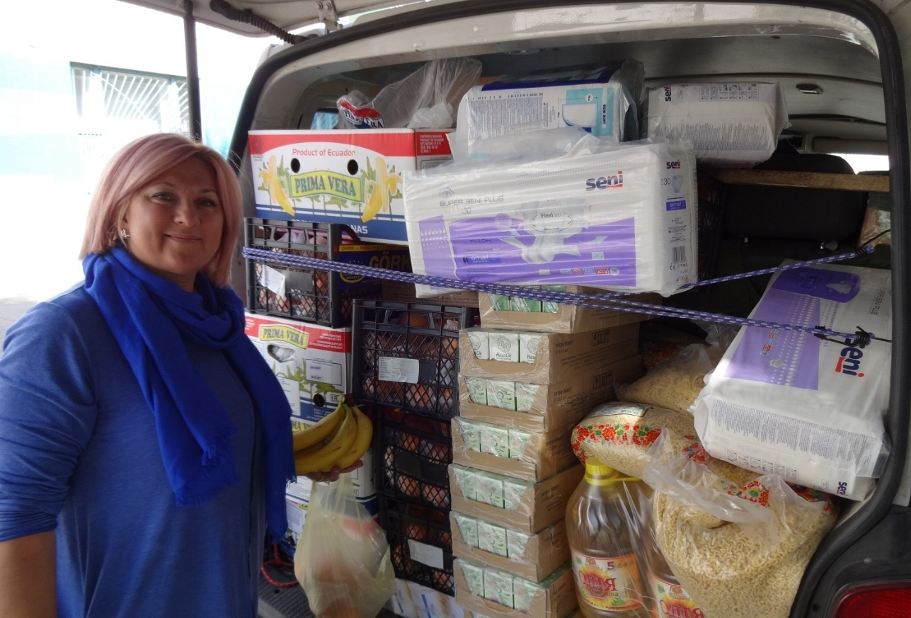 Ira with VAN loaded with Supplies and Food.jpg