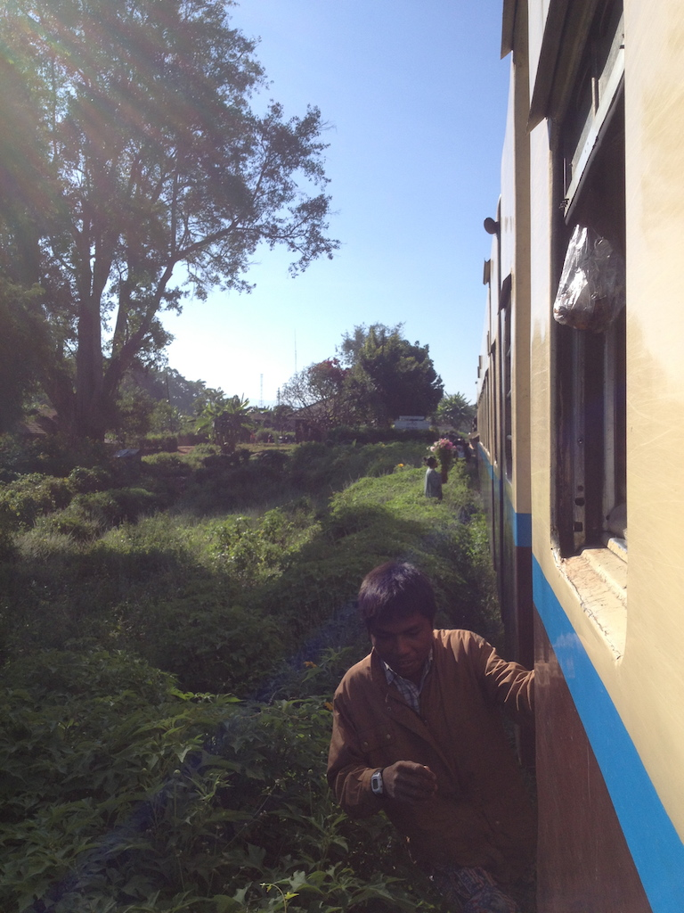 myanmar_hsipaw_train-ride-catch-the-train.jpg