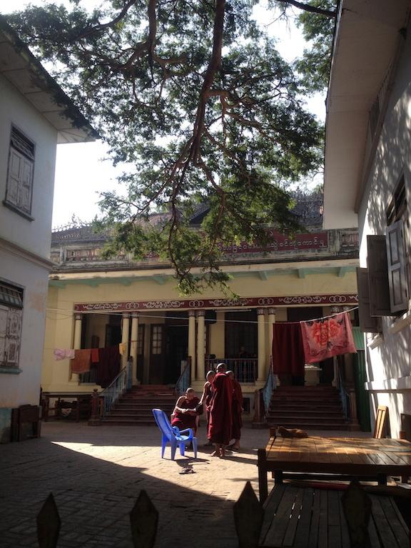 myanmar_mandalay_mahagandhayan-monastery-monk-school.jpg