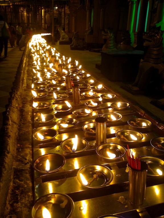 myanmar_yangon_shwedagon-candles.jpg
