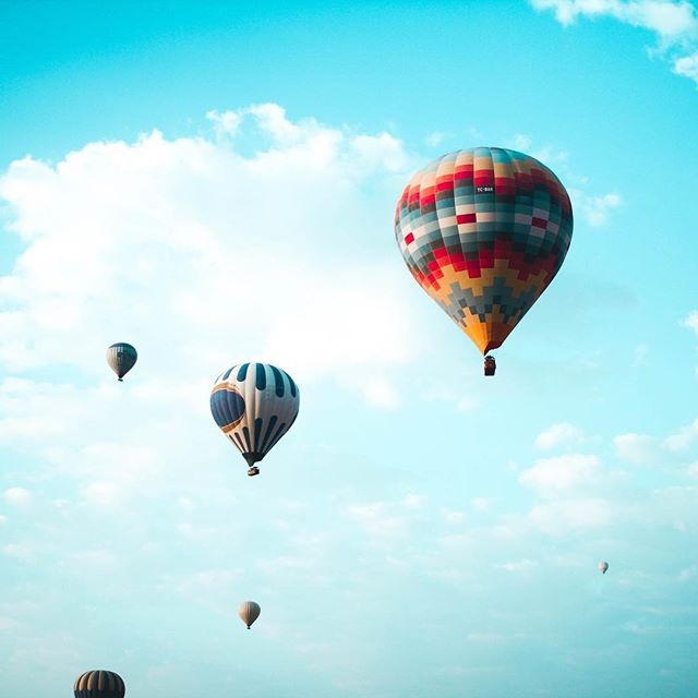 Don't you ever wish you could just snap your fingers and be in a completely different place? If you could choose any place in the world, where would you go? . . . . . . . #hotairballoons #balloonshow #travelbook #travel_captures #travelandleisure #travelinspo #openeyesdream #dreamtrips #dreamlife #dreamworld #dreambigger #inspiration_photography #inspirationoftheday #unsplash #clouds☁ #colourinspo #colourinspiration #colourful_shots #colorpop #colortherapy
