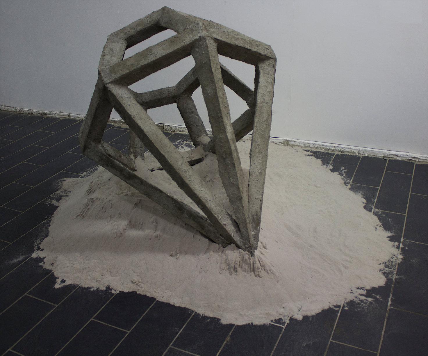 Camille Coléon,  Sans titre pour l'instant, 2018, béton et sable.
