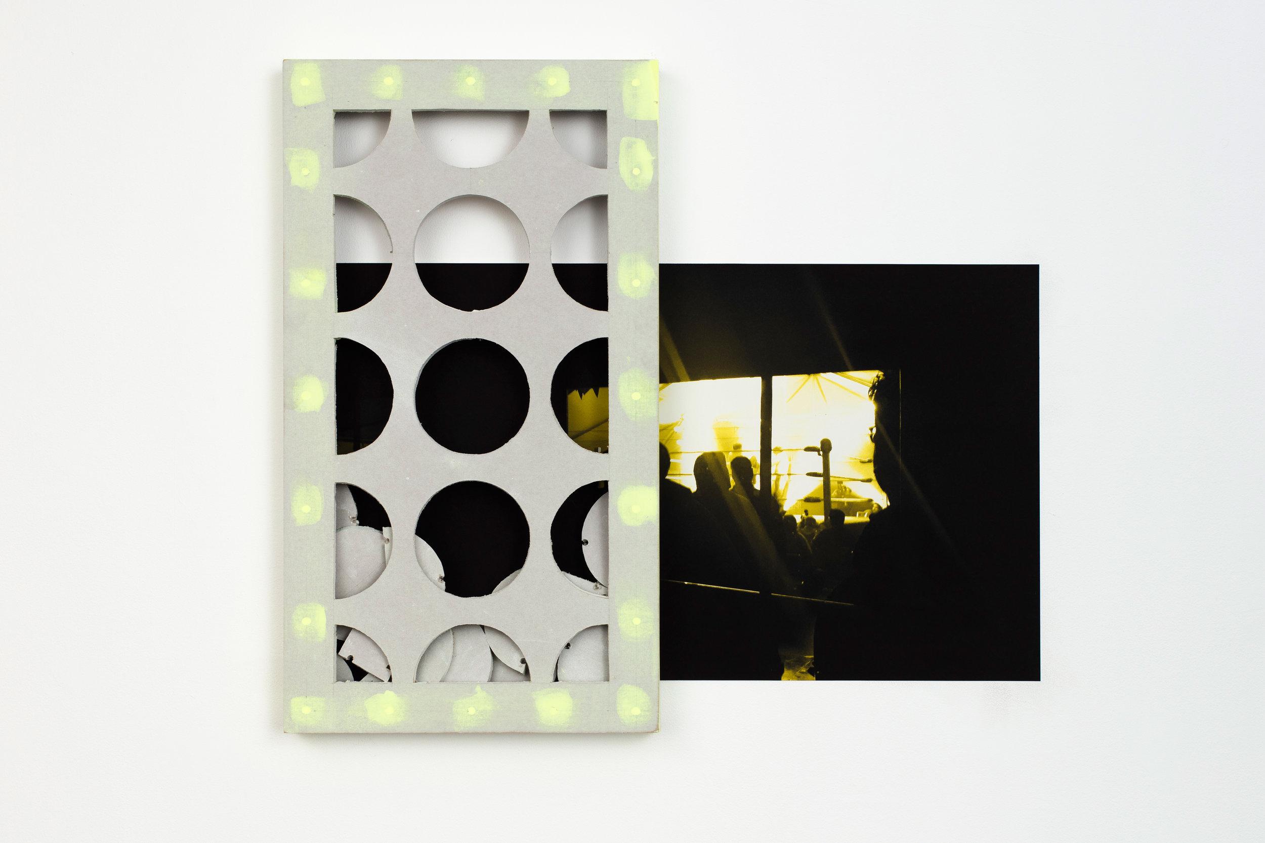 Hugues Loinard, ( Untitled), Plaque de pâtre, enduits et pigments, tirage numérique, 80 x 6,5 x 44,5 cm, 2018  Exhibition of the visual arts prize of Nantes, L'atelier. Crédit photo : Philippe Piron