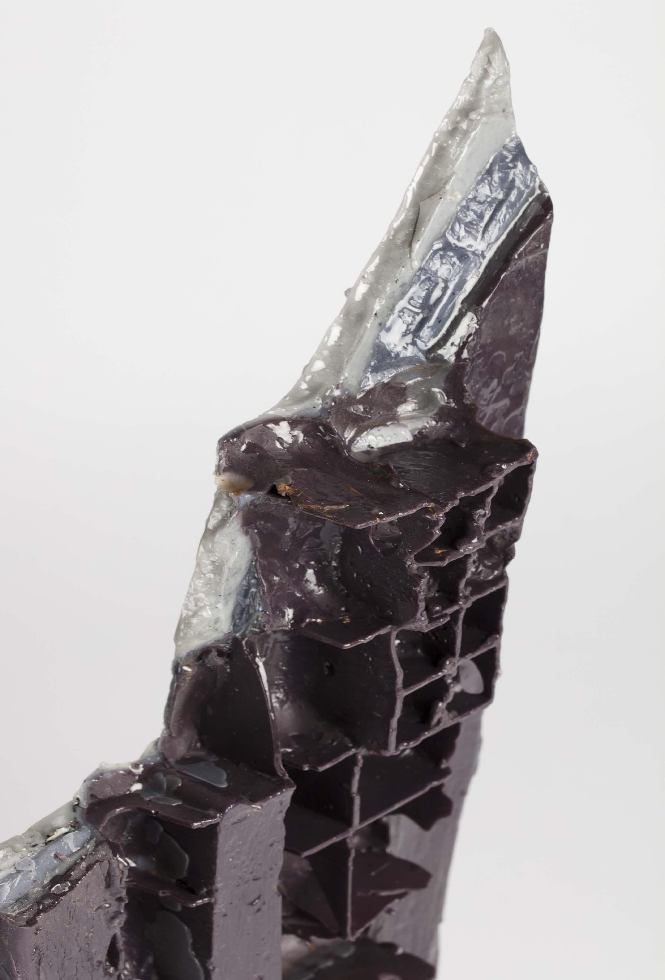 Jules Dumoulin,  Ruine , 2019,  Cire de fonderie teintée dans la masse, enduite de résine d'inclusion 95x35x4cm