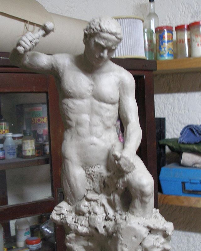 """Hombre tallándose a sí mismo"" en su etapa en arcilla . . . . #art #arte #sculpture #escultura #modelado #figurahumana #uruguay #masoneria #artgallery #galeria #artistsoninstagram"