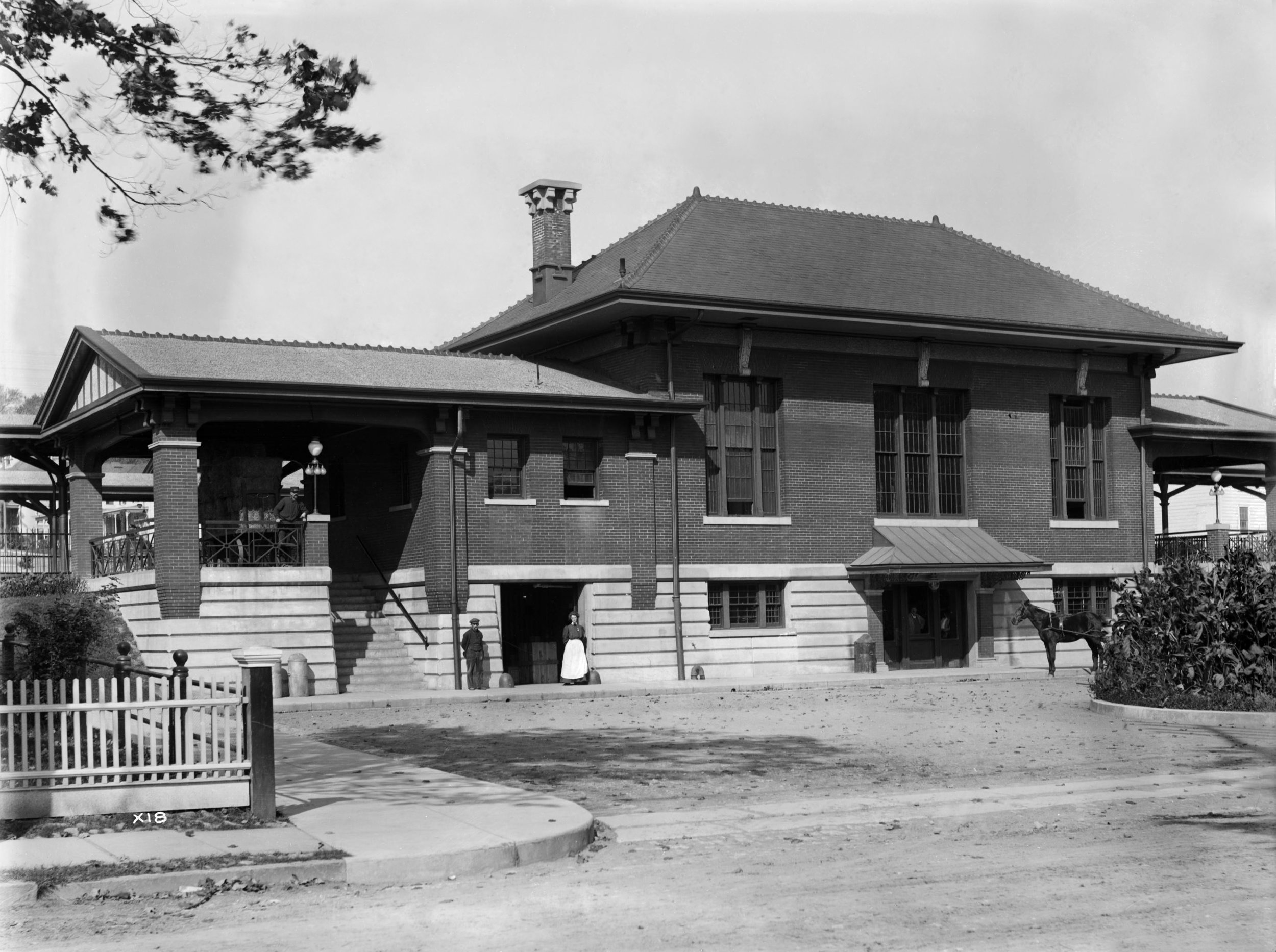 15 DL&W station (X0018 south station building - Boonton, NJ - 1907 - Steamtown coll).jpg