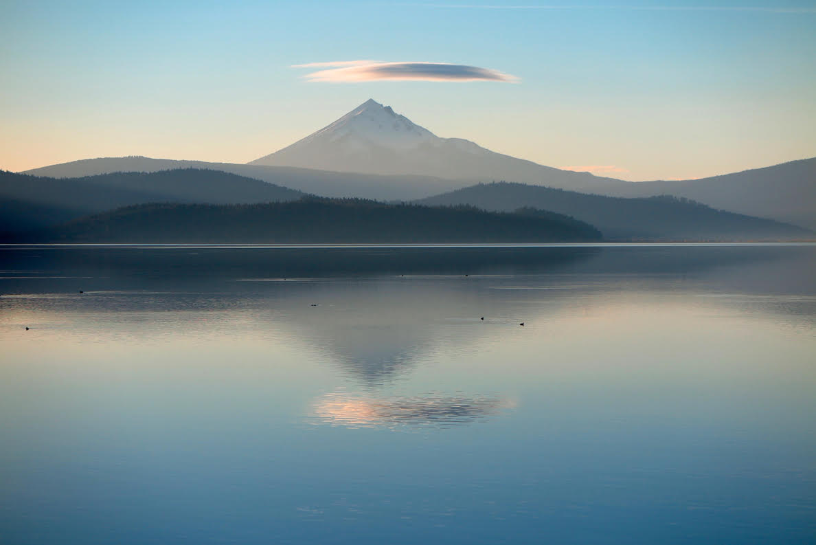 Mount McLaughlin and a lenticular cloud above Klamath Lake. Photo by Barbara Comnes 2017
