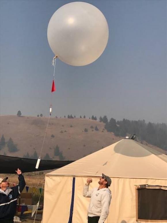 Meyer_Fire_-_Weather_balloon_01.jpg