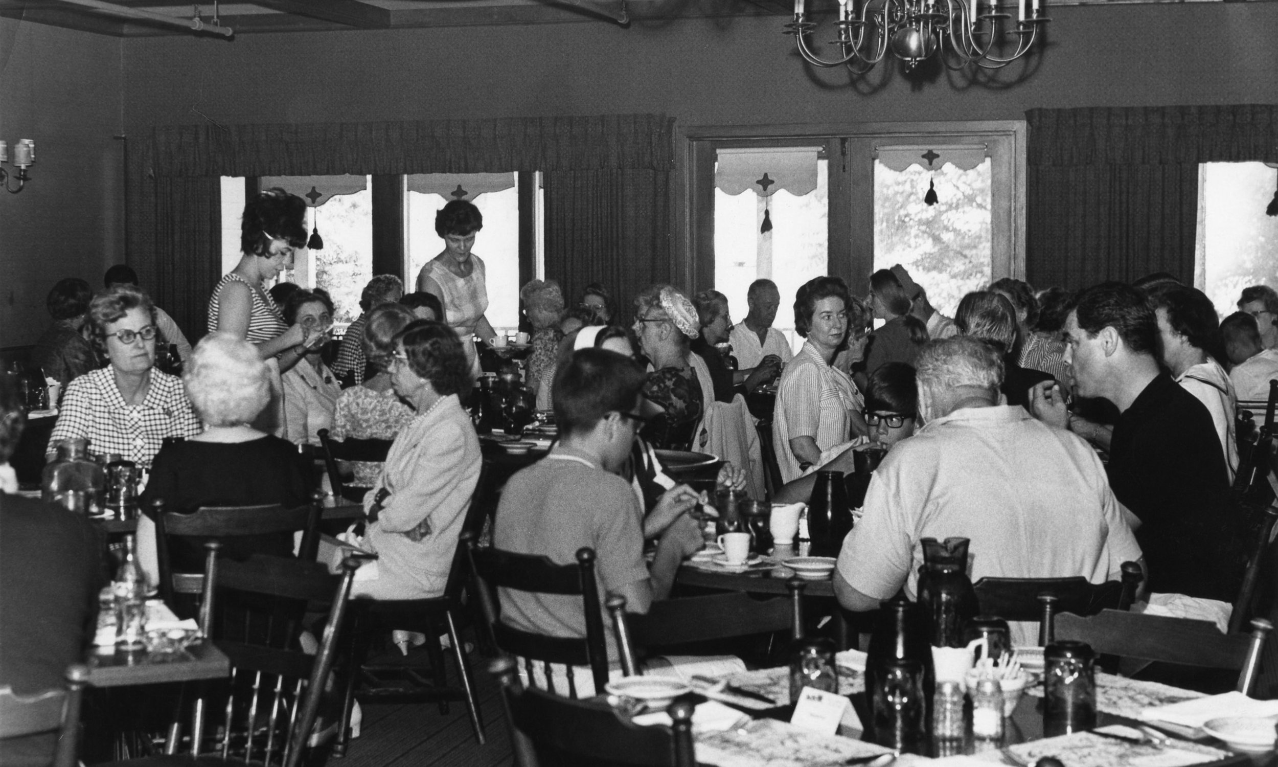 Stagecoach-inn-restaurant-patrons.jpg