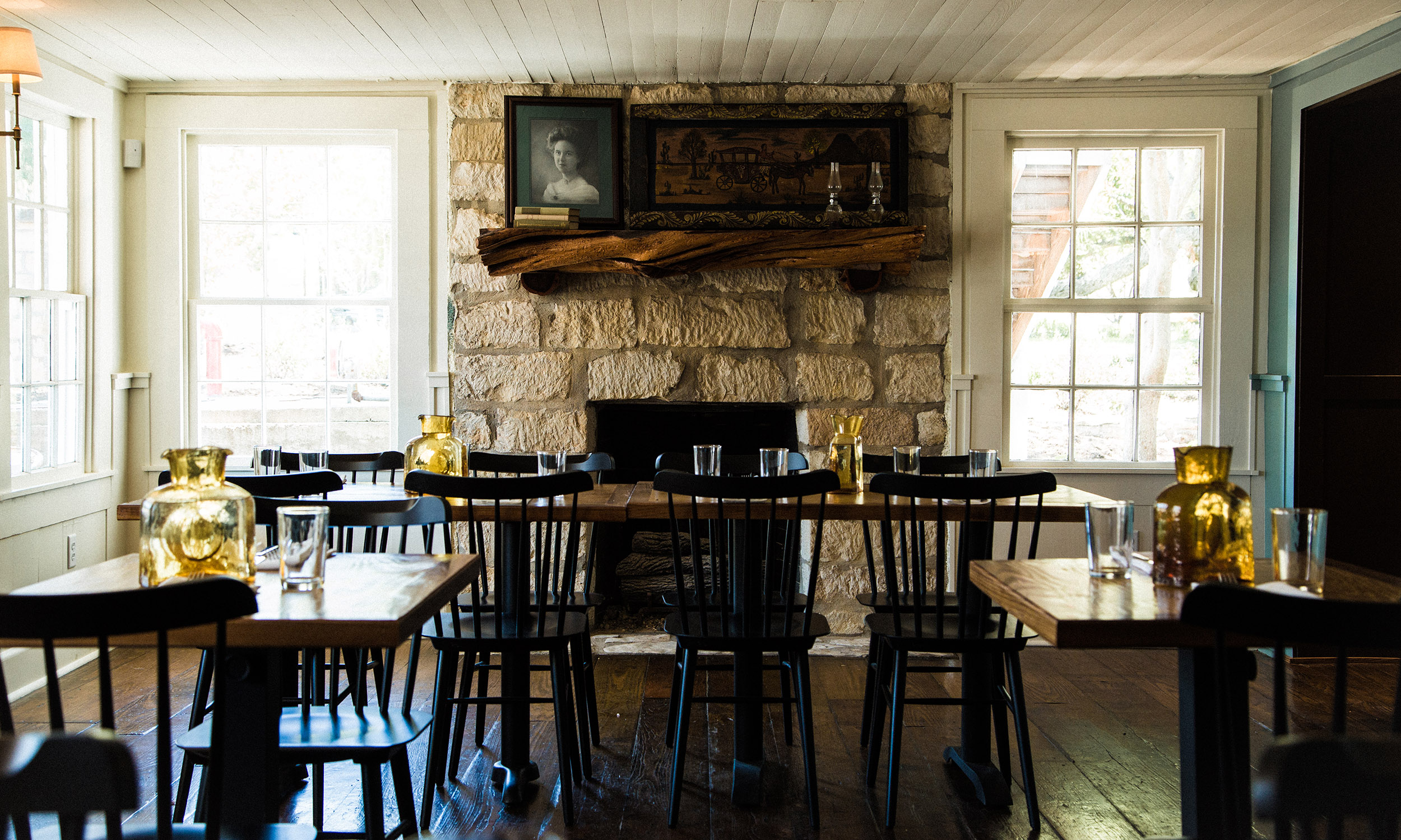 Stagecoach Inn_dining-room-fireplace.jpg
